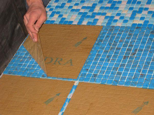 Удаляем бумагу с мозаики