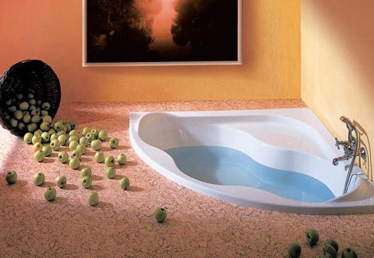 Акриловая ванна вмонтирована в пол