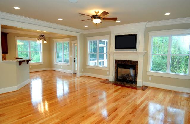 Деревянный пол украсит интерьер вашего дома
