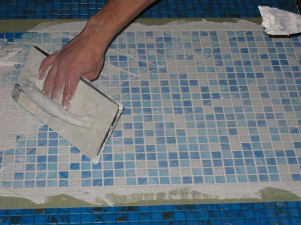 Техника затирки швов мозаики