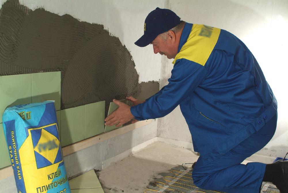 Кроме качества плитки для ванной важна квалификация мастера-плиточника