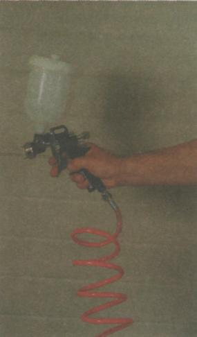 Рис. 5. Окрашивание поверхности краскопультом