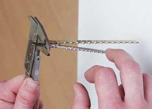 Толщина хвостовика, зажатого штангенциркулем - 1,7 мм. Установить его не удалось, а вот другая пилка (1,5 мм) была смонтирована без проблем