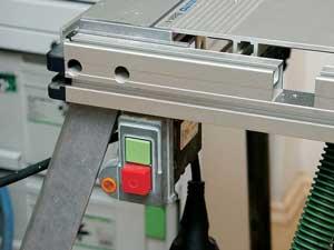 Для управления инструментом используем кнопочный пульт станка