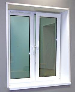 Белое пластиковое окно